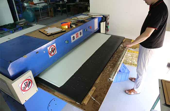 Leather/TPU/Rubber Raw Materials Cutting Machine